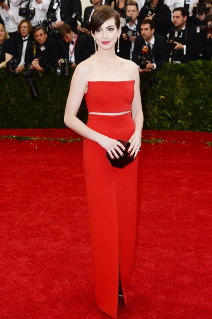 anne-hathaway-vogue-6may14-pa_b_426x639